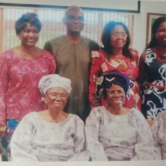 Mummy Caroline with the Egunjobi Clan and Mummy Monisola Ayeni during Dupe's Wedding in Lagos
