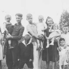An early pic of Elaine (far left) with her sister and some of her many cousins.