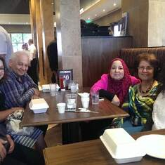Elwy with Samia, his sister, his niece and his daughters.