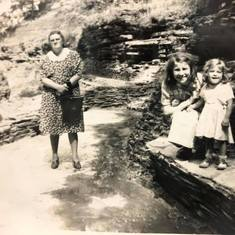 Helen, her mother Louise, and sister Lois