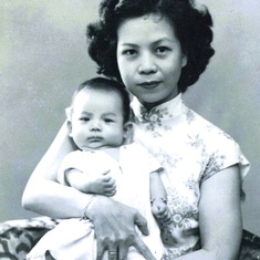 The proud mother with her first child, a son whom they named Raphael Pak 白正君