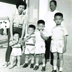 L to R: Stanley 正仁, Kenny 正曦, Andy 正儀, Raphael 正君