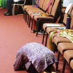 See -she is not facing the alter as the Lord's presence was right at Rabbi Neil's seat!