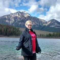 A hike trip with Anna and Penny to Elizabeth Lake and other lakes in Jasper national park - in Fall