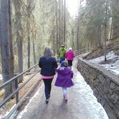 A hike trip with Anna to Johnston Canyon & Waterfalls in Banff national park - in Winter