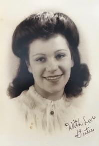 "Trudy in 1945/1946. Photo signed by Trudy ""Gertie"""